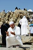 image of jabal  - Muslim pilgrims praying on jabal Arafat - JPG