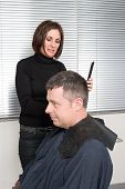 Постер, плакат: Cutting hair in a beauty salon