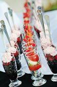Постер, плакат: питание шведский стол пищи открытый в роскошном ресторане с фруктами