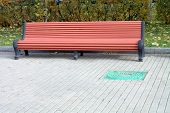 picture of banquette  - image of one bench in park at day - JPG