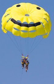 picture of parasailing  - Sport activity  - JPG