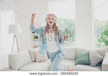 Audio People Move Active Imagine