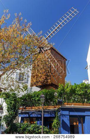 Old Windmill Moulin De La