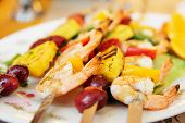 Prawns grilled with fruits in cajun style