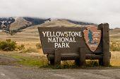 Постер, плакат: Национальный парк Йеллоустоун ворота знак Монтана