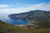 foto of pacific islands  - Panoramic view of Cumberland Bay and the town of San Juan Bautista on Robinson Crusoe Island - JPG