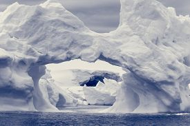 picture of iceberg  - Large Arctic iceberg with a cavity inside - JPG