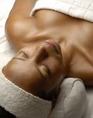 pic of sauna woman  - Beautiful young afro woman at beauty salon spa getting a body treatment - JPG