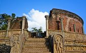 pic of polonnaruwa  - Polonnaruwa  ancient vatadage built for keeping secred tooth relic - JPG