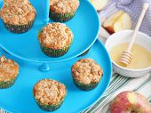 Постер, плакат: Apple muffins with streusel crumb topping