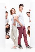 Постер, плакат: Молодая пара и друзья реклама