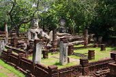 picture of peeing  - Phra Sam Pee Nong Phra Kaeo temple Kamphaengphet Historical Park Kamphaengphet - JPG