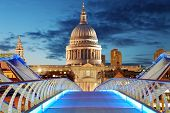 foto of london night  - Millennium Bridge leads to Saint Paul - JPG