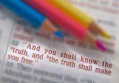 Постер, плакат: Bible Text And Crayons