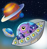 pic of flying saucer  - Flying saucers in space  - JPG