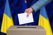 Постер, плакат: Election In Ukraine Voting At The Ballot Box