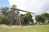 picture of trebuchet  - trebuchet example - JPG