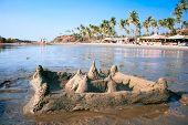 Постер, плакат: Замок из песка на красивых тропических пляже Вагатор Гоа Индия