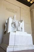 foto of abraham  - Abraham Lincoln statue at the Lincoln memorial in Washington - JPG