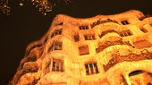 pic of contortion  - Casa Mila - JPG