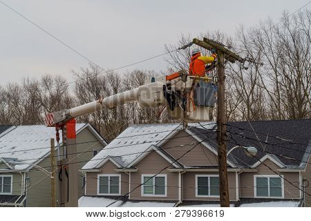 Electric Power Pole Wire Breakage