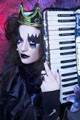 picture of evil queen  - Mad queen - JPG