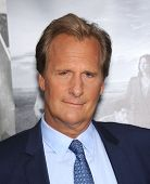 LOS ANGELES - JUL 10:  Jeff Daniels arrives to the 'HBO's