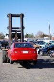 Постер, плакат: Автопогрузчик перевозящих красный авто