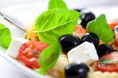 Постер, плакат: Паста салат с оливками фета и помидоры