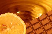 Постер, плакат: Шоколад оранжевый фон
