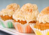 Delicious vanilla cupcake with cream cheese frosting, bananas and cinnamon.