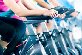 foto of cardio exercise  - Group of four people in the gym - JPG