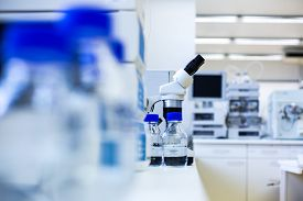 image of beaker  - Chemistry lab  - JPG