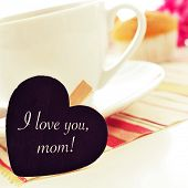 image of i love you mom  - the sentence I love you mom written in a heart - JPG